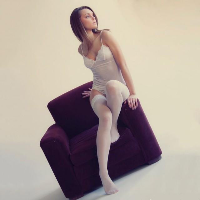 Красивые девушки в белом