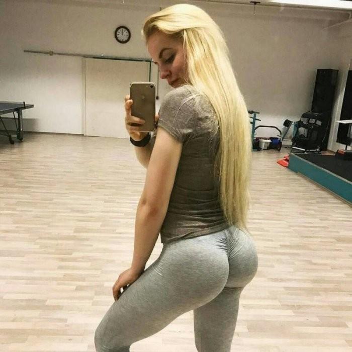 Девушки в спортивных штанах