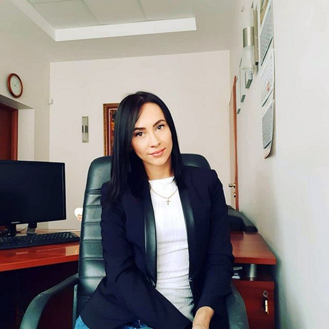 Красивые офисные работницы