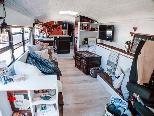 Школьный автобус превратили в дом мечты