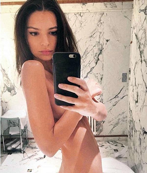 36 голых селфи девушек перед зеркалом из соцсетей