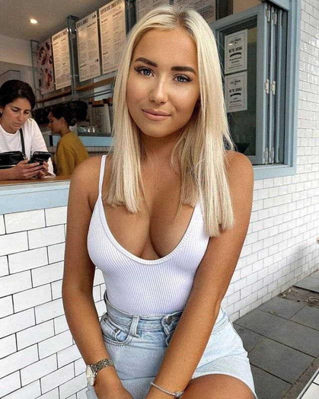 60 симпатичных девушек в белом топике