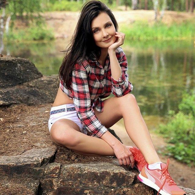 90 красивых летних девушек в коротких шортиках